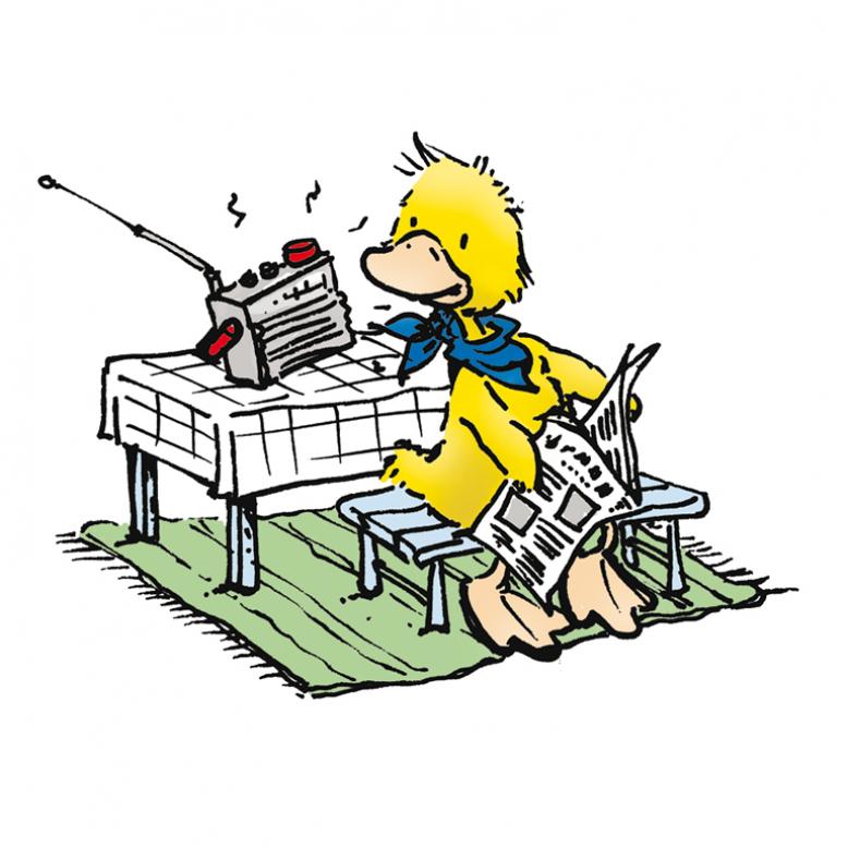 Ente hört Radio und liest eine Zeitung