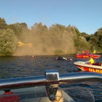 DLRG Rettungsboote am gekenterten Motorboot
