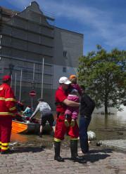 DLRG-Einsatzkräfte beim Hochwassereinsatz 2013 in Meißen